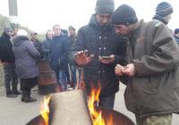 Як активісти перекривали рух автотранспорту біля тунелю у с. Павлівка