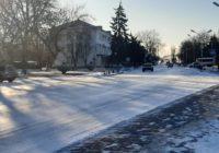 ФОТО ДНЯ: зранку 7 лютого дороги в Роздільній, наче ковзанка