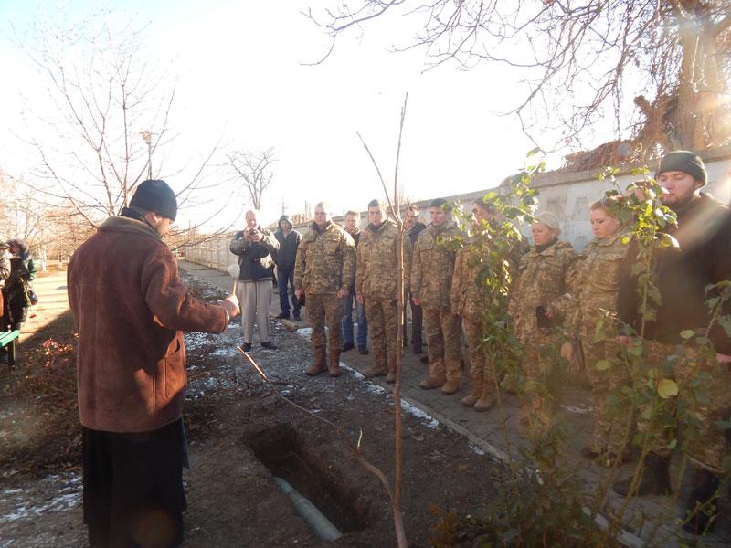 раздельная осящение капсулы на месте памятника героям АТО