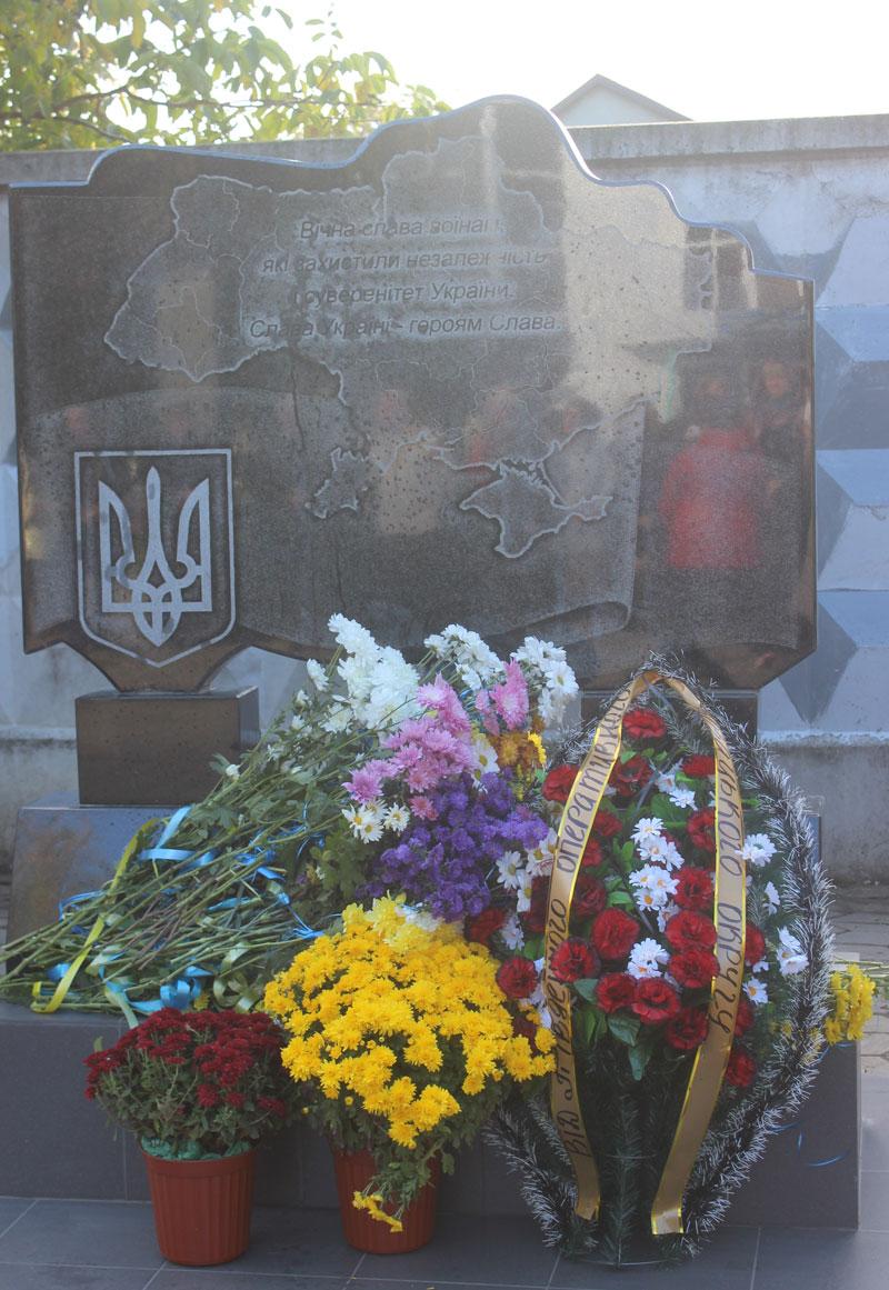 пам'ятник воїнам ато роздільна фото