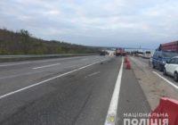 Поліцейські встановлюють обставини автомобільної аварії на трасі Київ-Одеса