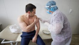 Зеленському зробили щеплення вакциною Covishield