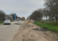 Фото дня: поточний ремонт дороги Т 16-18 в напрямку Єреміївки